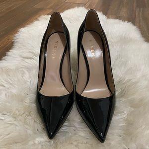 Black pointy pumps